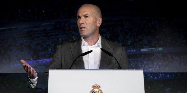 Belakangan ini kabar mengenai kembalinya Zidane ke Real Madrid menjadi hangat