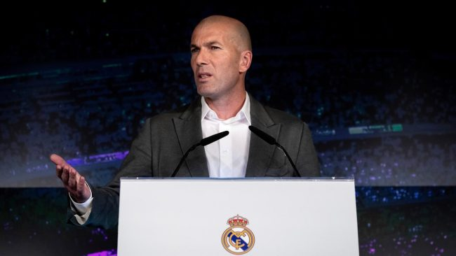 Pelatih asal Napoli, Carlo Ancelotti angkat bicara mengenai keputusan dari Real Madrid untuk merekut kembali Zinedine Zidane